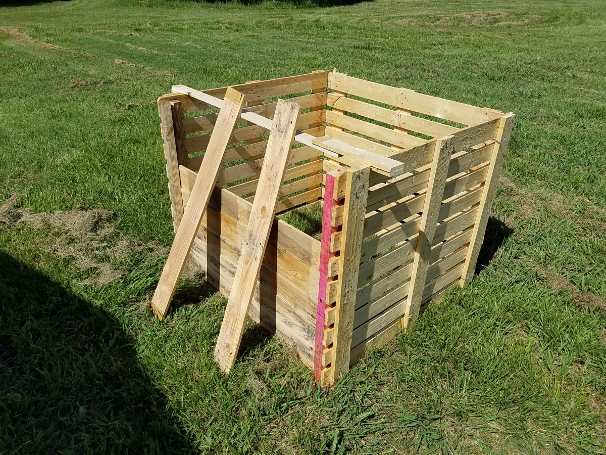 Diy Compost Bin Made From Recycled Pallets Plum Fabulous Foods